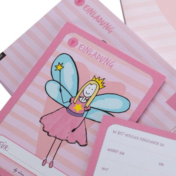 Nahaufnahme von Geburtstagseinladung für Mädchen mit Feen-Motiv