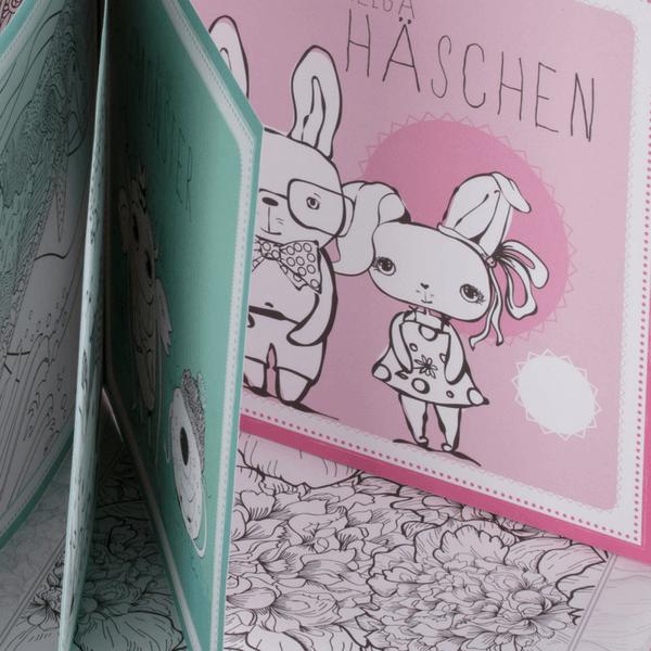 """Nahaufnahme vom Kinder-Malbuch """"mein Ausmalbuch"""" mit zwei Häschen"""