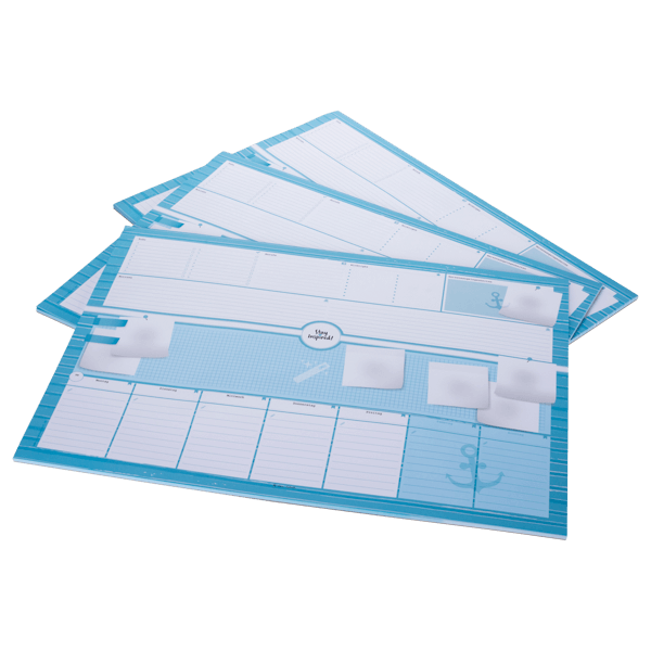 blaue Schreibtischunterlage mit Post-it-Notizzetteln im DIN A2-Format
