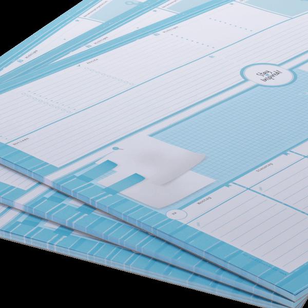Nahaufnahme von blauer Schreibtischunterlage DIN A2-Format
