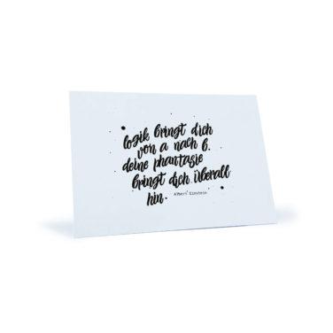 """weiße Postkarte mit dem Zitat """"Logik bringt dich von A nach B. Deine Phantasie bringt dich überall hin"""" von Albert Einstein"""