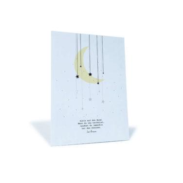 """weiße Postkarte mit Mond und Sternen und Zitat von Les Brown """"Ziele auf den Mond. Wenn du ihn verfehlst, landest du immerhin bei den Sternen"""""""