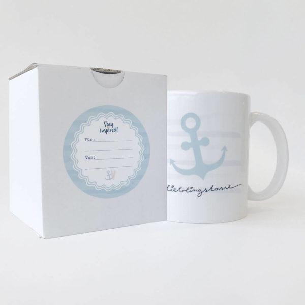 Keramiktasse mit Streifen, blauem Ankerdesign und Lieblingstasse, verpackt in passender Schachtel und blauem Geschenkaufkleber
