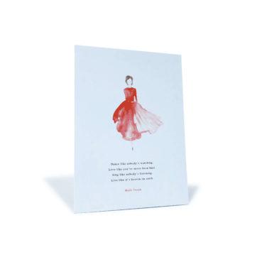 """weiße Postkarte mit Frau mit rotem Kleid und einem Zitat von Mark Twain """"Dance like nobody's watching..."""""""