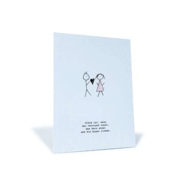 """weiße Postkarte mit Pärchen und Spruch """"Glück ist, wenn der Verstand tanzt, das Herz atmet und die Augen lieben."""""""