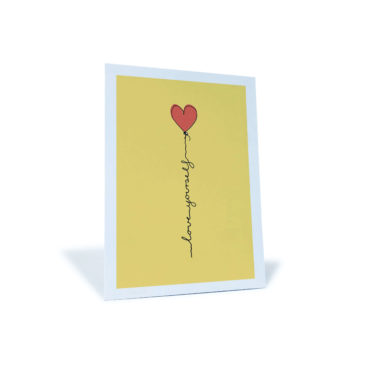 "gelbe Postkarte ""love yourself"" mit rotem Herz"