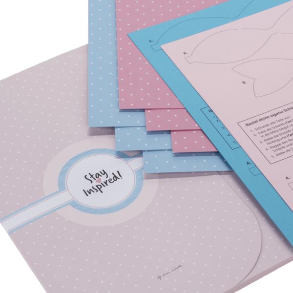 blaues und rosa Scrapbooking-Papier gepunktet, mit Anker- und Herzmotiv sowie Vorlagen für Papierschleifen