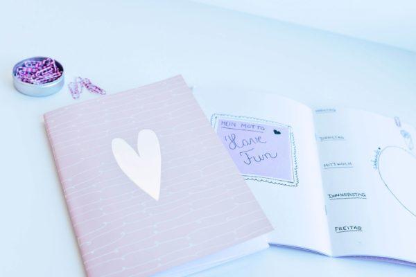 rosa Notizheft mit Herz in Silber am Cover