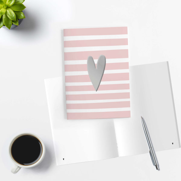rosa/weiß gestreiftes Notizheft mit blanko Innenseiten