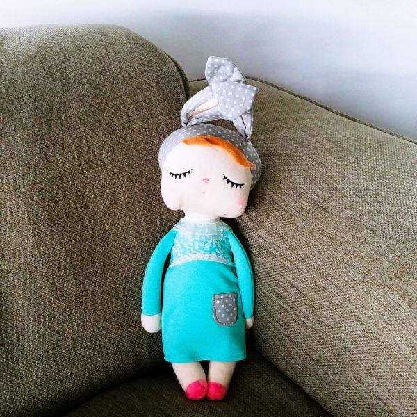 """Hasenmädchen, Hasenpuppe """"Angela"""" von metoo mit türkisem Kleid und grauer Mütze"""