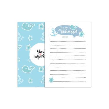 blauer Notizblock in DIN A6 mit Walen, Schildkröten und Anker als Motiv